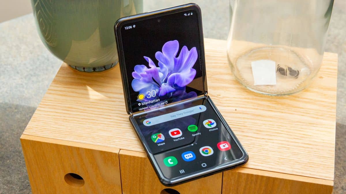 <a href='/samsung/'>Samsung</a> <a href='/galaxy/'>Galaxy</a> Z Flip 5G'nin teknik özellikleri açıklandı.
