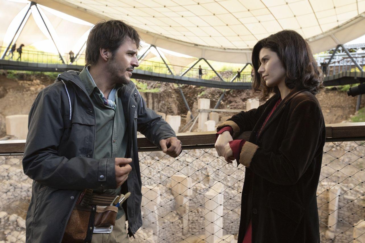 Atiye, Beren Saat, Mehmet Günsür